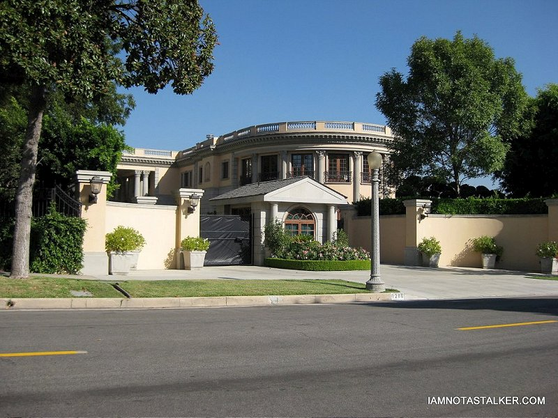 The largest home in pasadena iamnotastalker for Biggest house in california